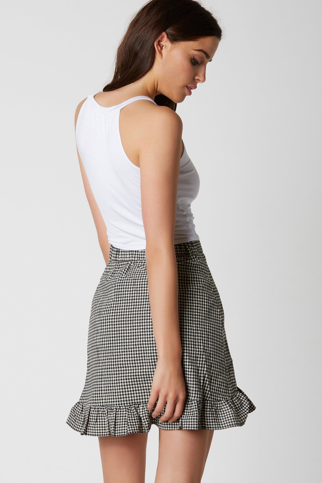 Casual round neck sleeveless top made of soft jersey material. Flirty graphic in front with cropped hem finish.