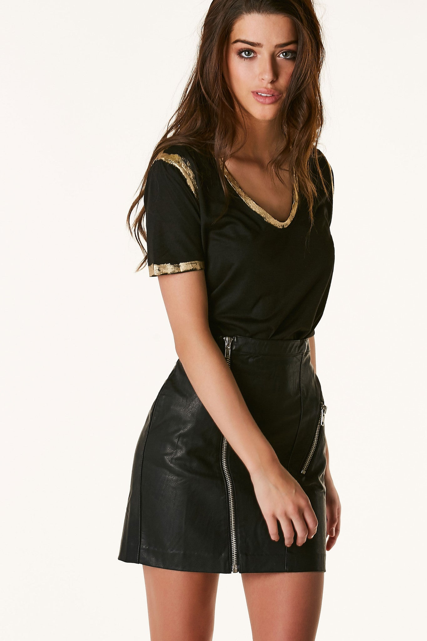 Basic round neck short sleeve top with gold metallic trim all around. Soft material with relaxed fit.