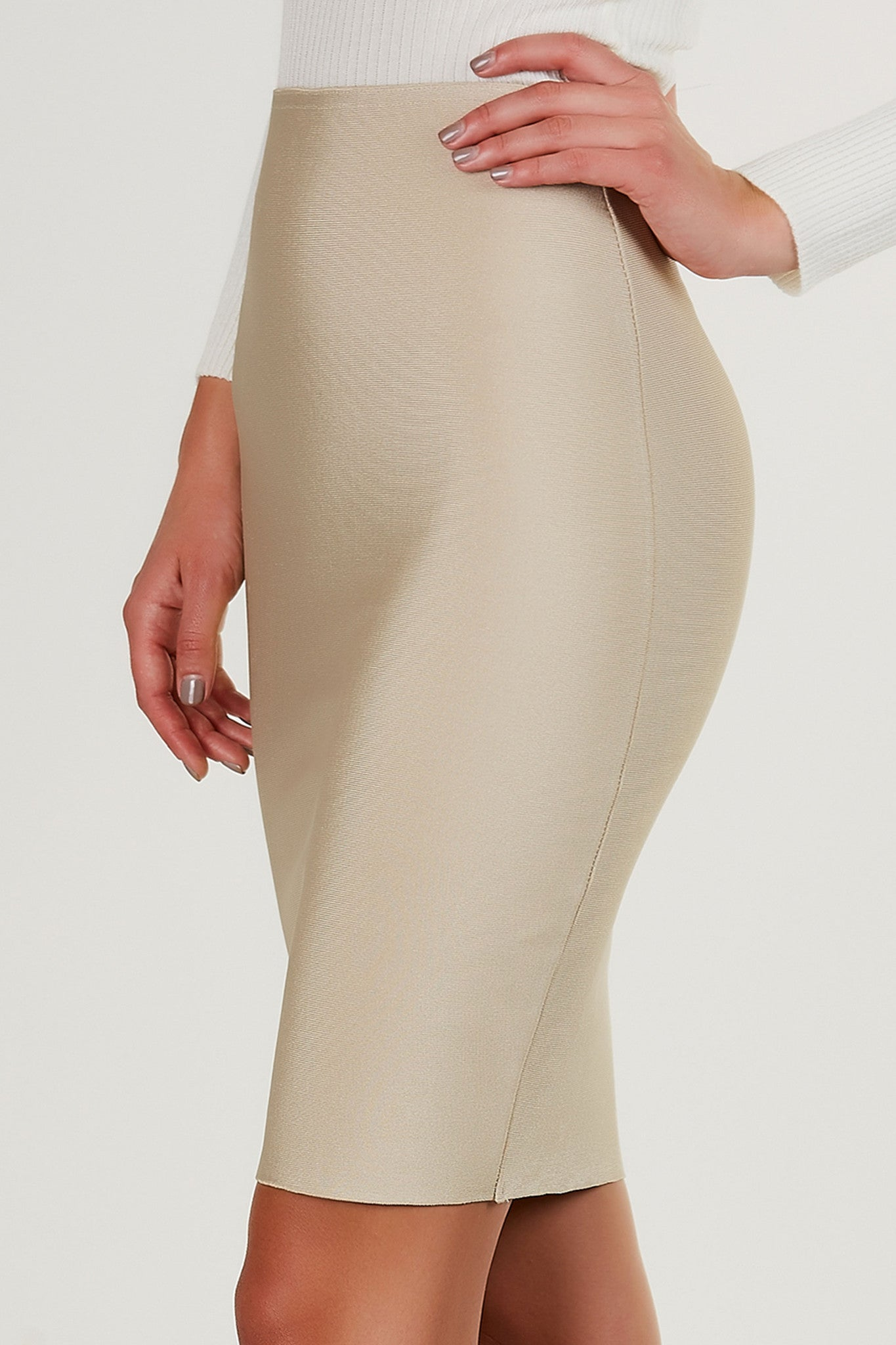 High rise bandage bodycon skirt with straight hem all around. Great to style with bodysuits and pumps.