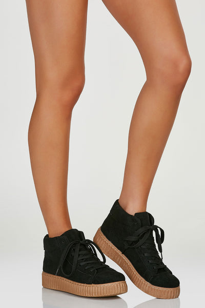 Classic pair of hi top sneakers with lace up closure and adjustable fit. Contrast platform soles for a trendy finish.