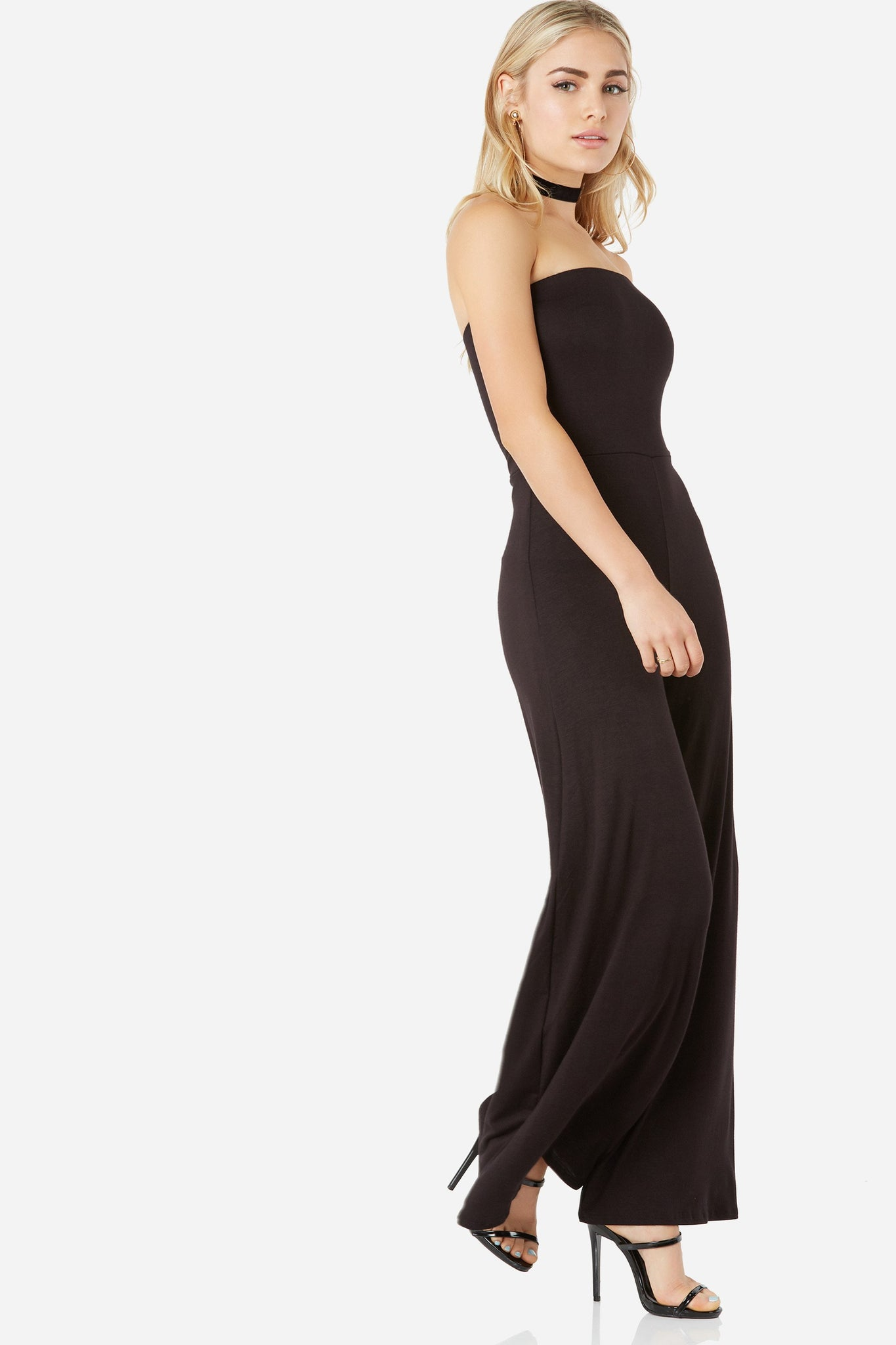 Chic strapless tube jumpsuit with comfortable lining and wide leg fit.