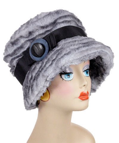 Molly Hat Style – Plush Faux Fur in Devon Rex