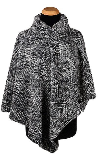 Poncho - Cozy Cable in Ash Faux Fur