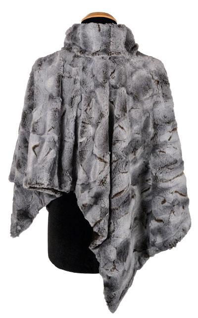 Poncho - Luxury Faux Fur in Giant's Causeway