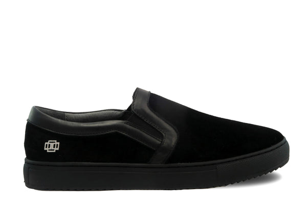 Classic Design Black on Black Triple Black slip-on slide sneaker from CHAINS