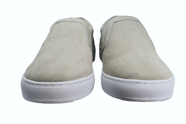 Classic Design Stone Grey slip-on sneaker with cow suede upper and pig leather insole. Classic CHAINS metal badge pinned