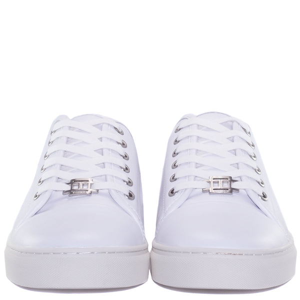 Classic design White lace-up sneaker with handpicked full cow leather upper and leather insole with CHAINS signature metal badge on the lace.