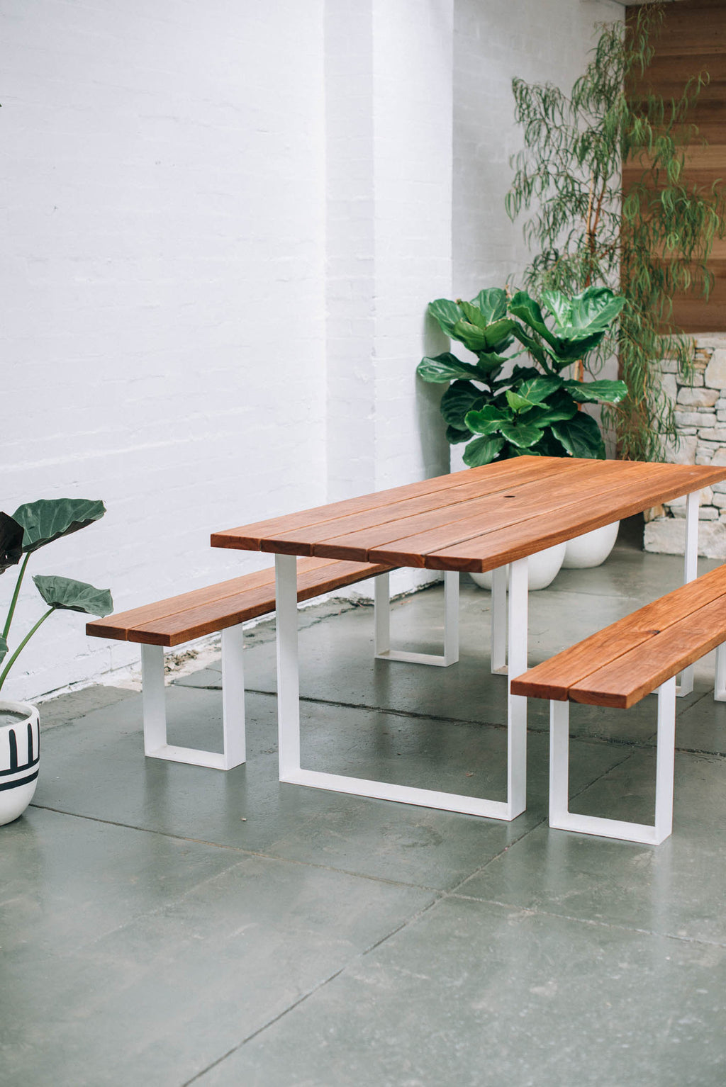GARDEN TABLE + BENCHES