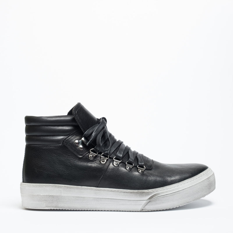 DECEMBER 18 | Orty black man mountain sneaker