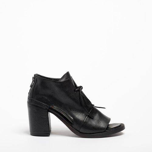 Diaz Laced Open Shoes natural vacchetta leather black
