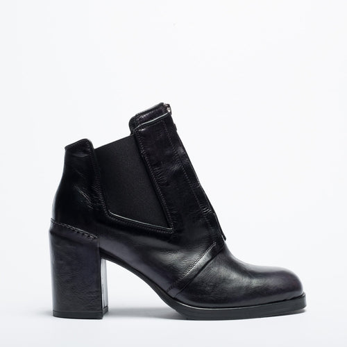 Pat black city shoe