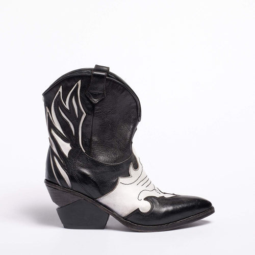 Emmy Texan  boot Soft bufalo leather Black-White