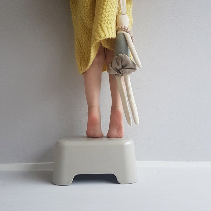 Bano step stool stone