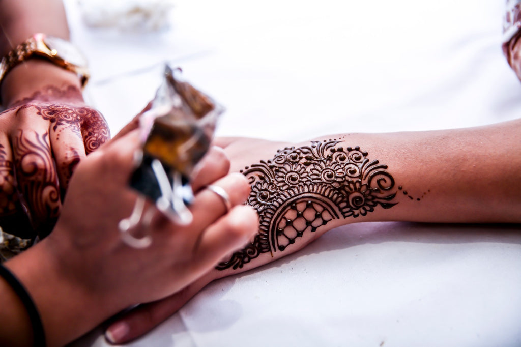 Zee Henna Shoppe Organic Henna Application
