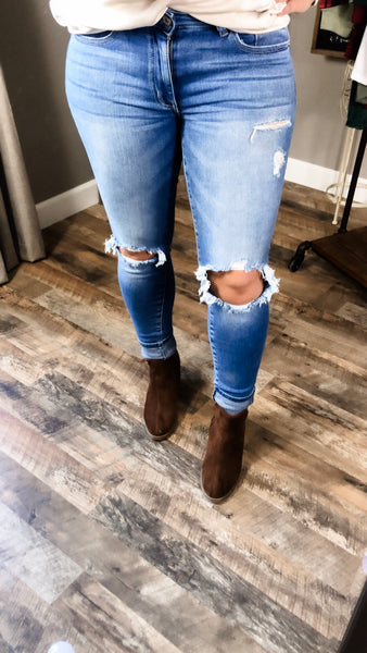 The Jenny's -Light Wash Distressed Knee Jeans