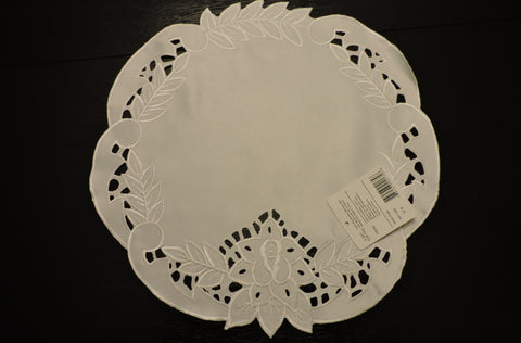 "Heritage Lace White Rose 12"" Doily White"