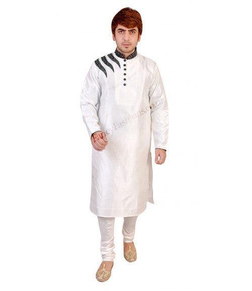 Casual White Kurta With Velvet Shoulder Embroidery
