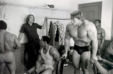 Huge Arnold - Bodybuilding Vacuum