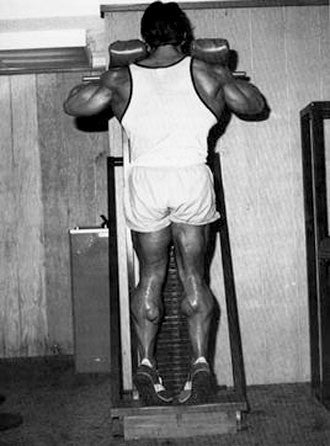 Mike Mentzer Training Calves - Stand Calf Raise machine