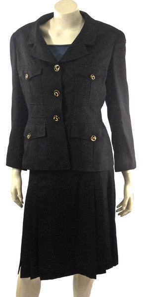 Chanel Two Piece Silk Suit Size 12 (EU 44). Chic! Coco et Louis