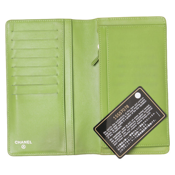Chanel Lime Green Patent Leather Yen Clutch Wallet.  Lovely! - Coco et Louis - 4