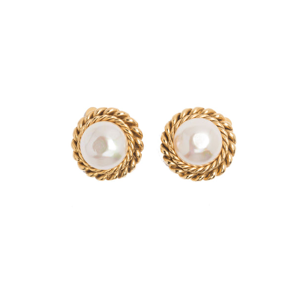 Chanel Gold-tone Classic Faux Pearl Earrings. Exquisite! Coco et Louis