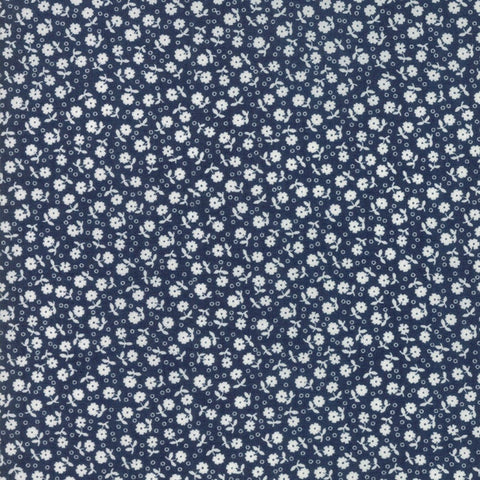 {New Arrival} Moda Guest Room Small Flowers Toss Navy