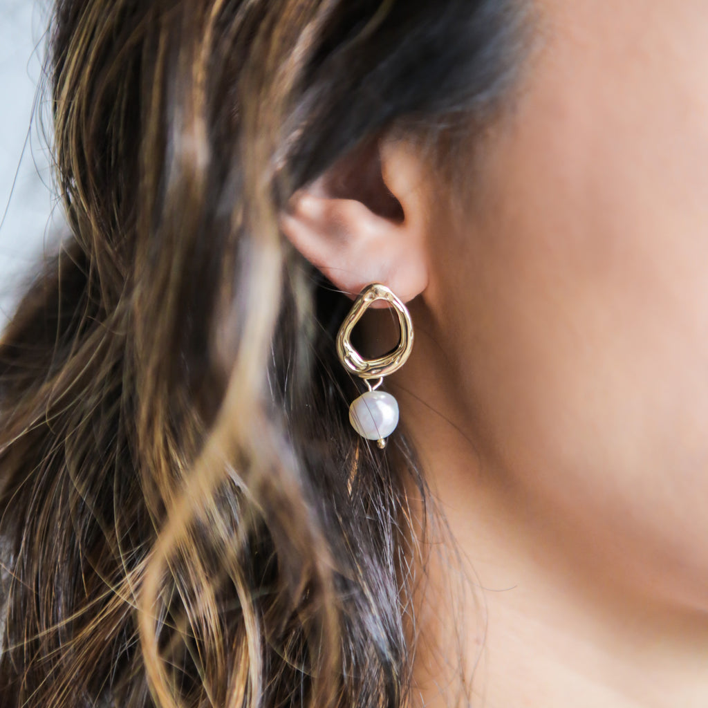 Waterdrop Pearl Earrings