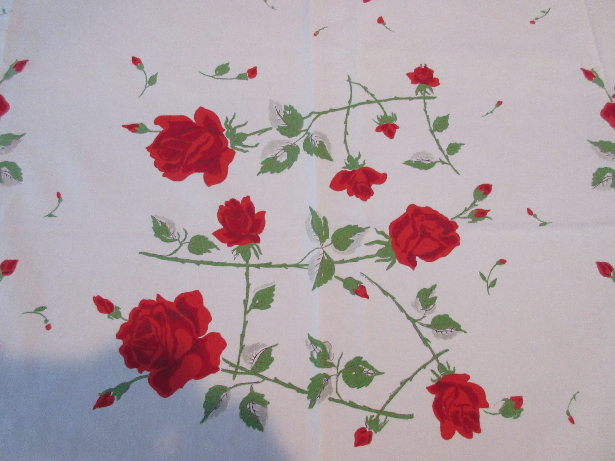 Red Green Sun Glo Roses Floral Vintage Printed Tablecloth (47 X 46)