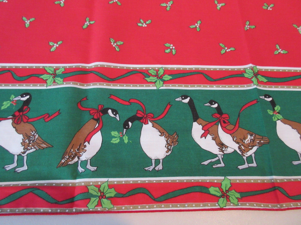 RECTANGULAR Christmas Geese NOS Novelty Vintage Printed Tablecloth (70 X 51)