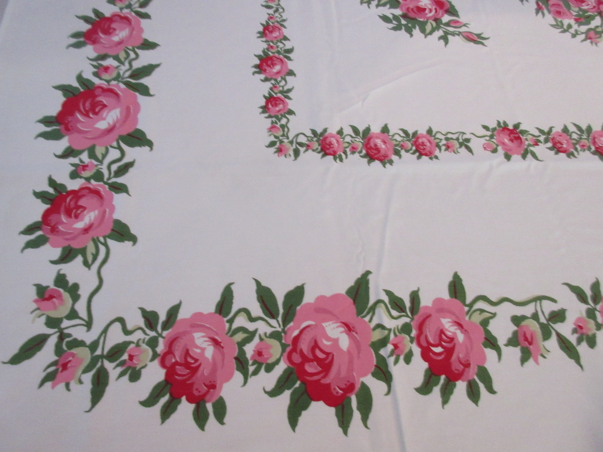 Gorgeous Pink Green Roses Rose Bunches Floral Vintage Printed Tablecloth (62 X 51)