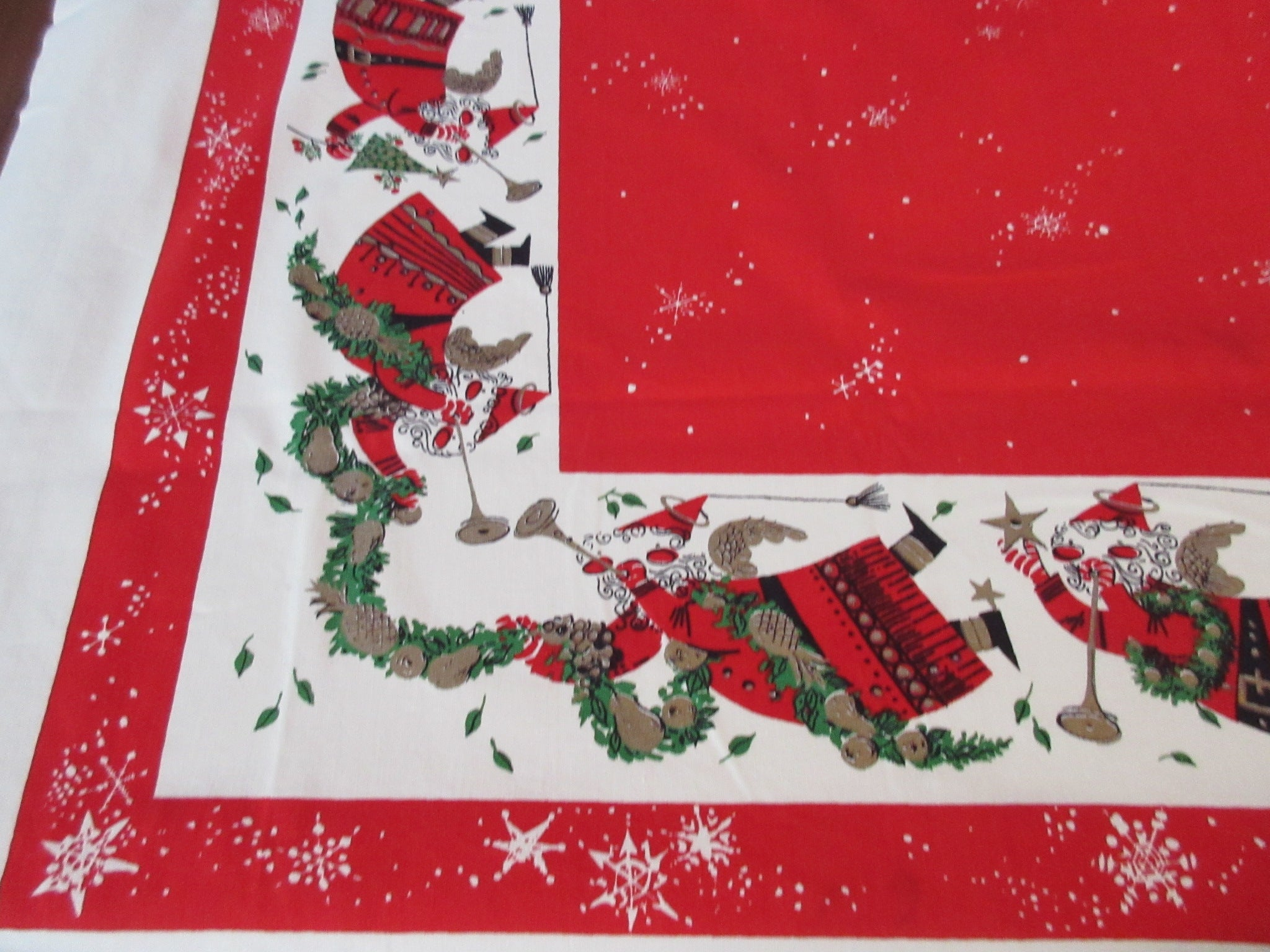 Frances Dearden Flying Santas Christmas Vintage Printed Tablecloth (55 X 48)