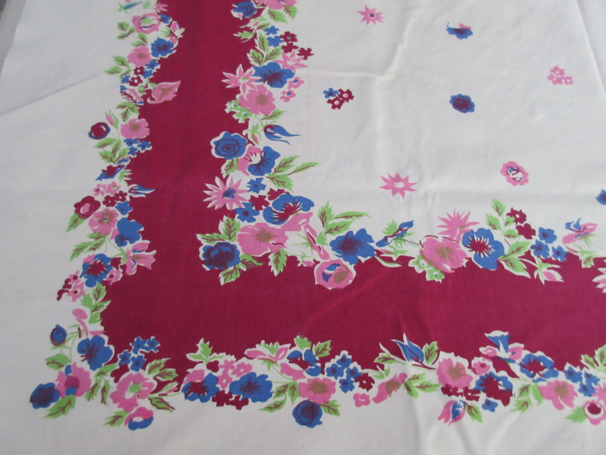 Pretty Magenta Floral Cutter? Vintage Printed Tablecloth (53 X 47)