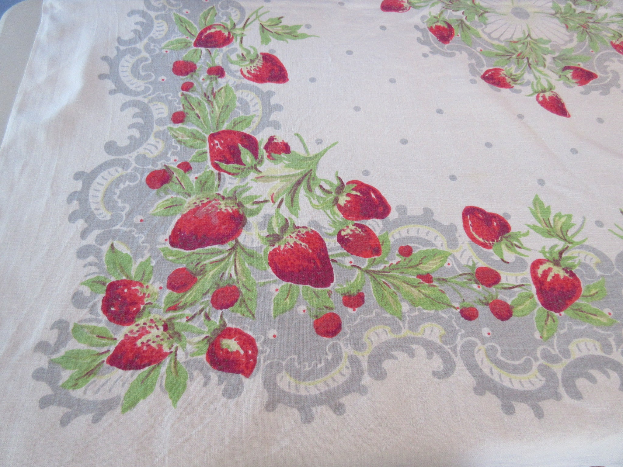 Strawberries on Gray Lace Linen Fruit Vintage Printed Tablecloth (53 X 50)