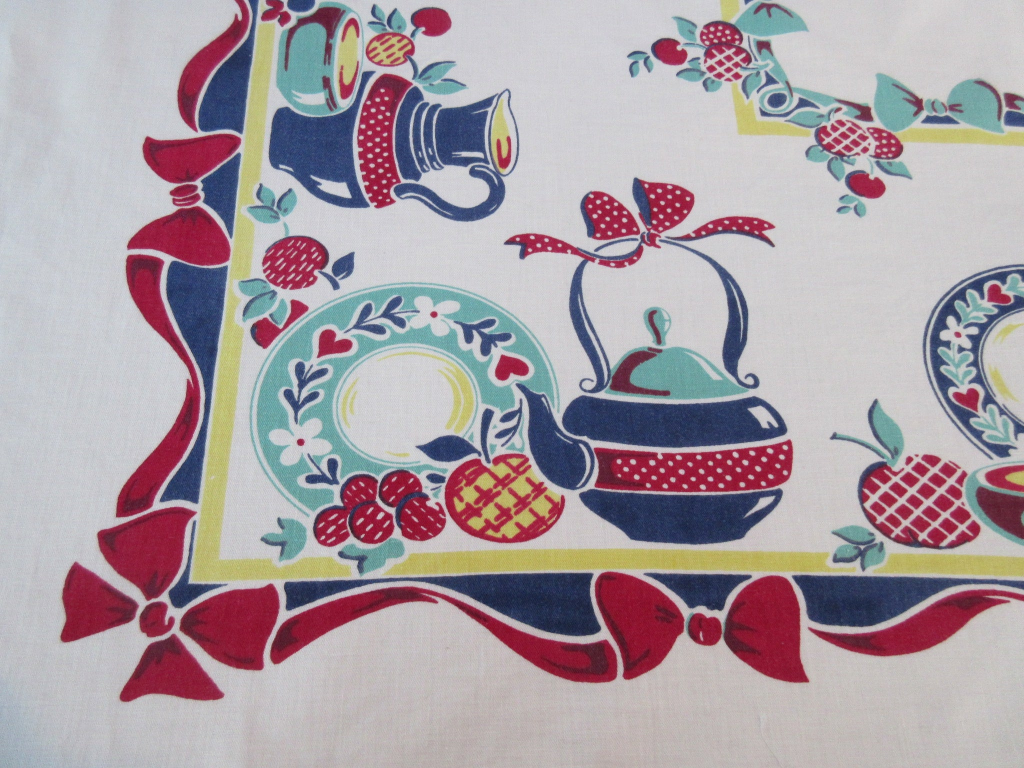 HTF Primary Broderie Pots Dishes Novelty Vintage Printed Tablecloth (55 X 49)