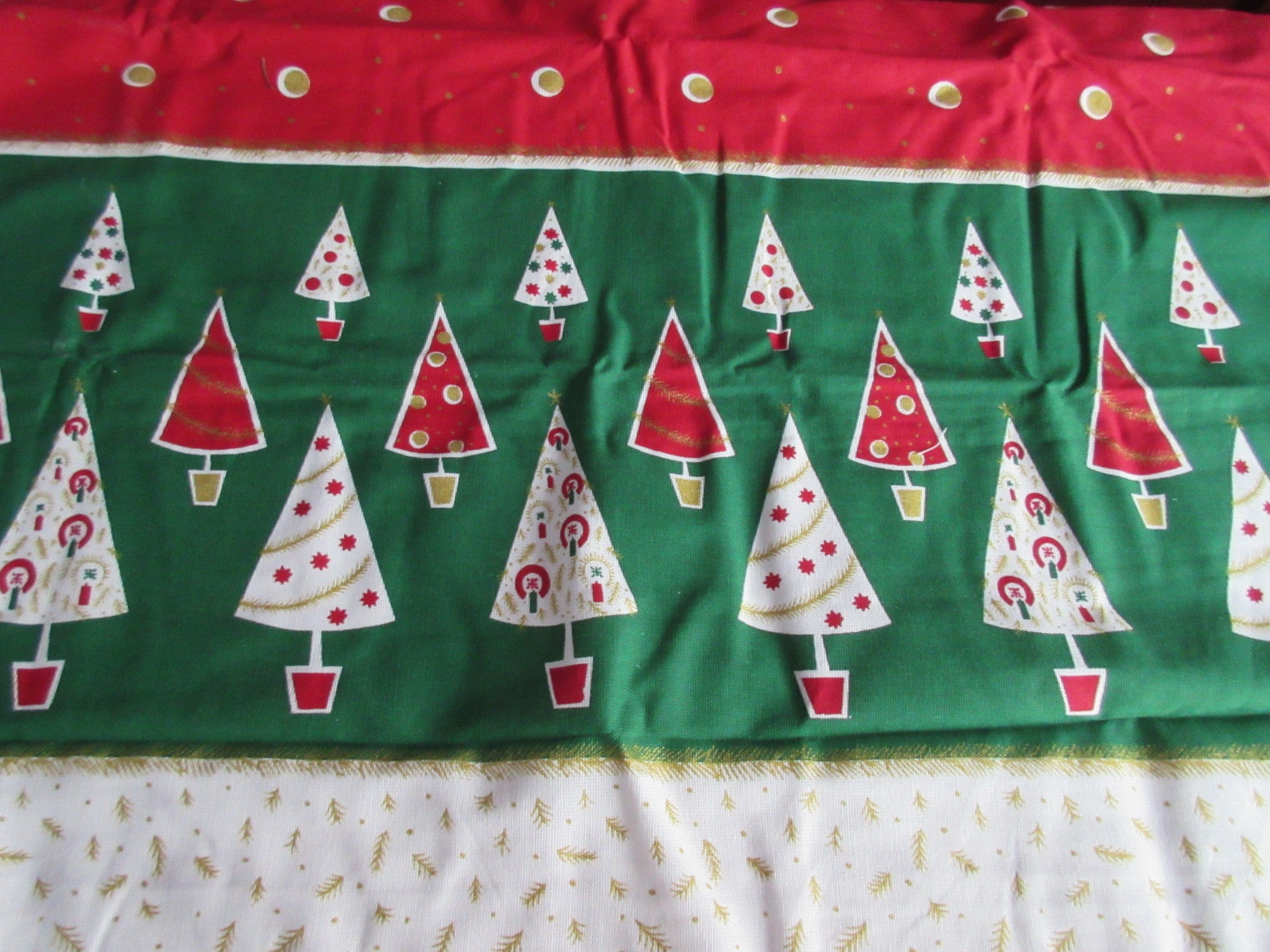 REPRODUCTION Christmas Trees Banquet Vintage Printed Tablecloth (101 X 61)