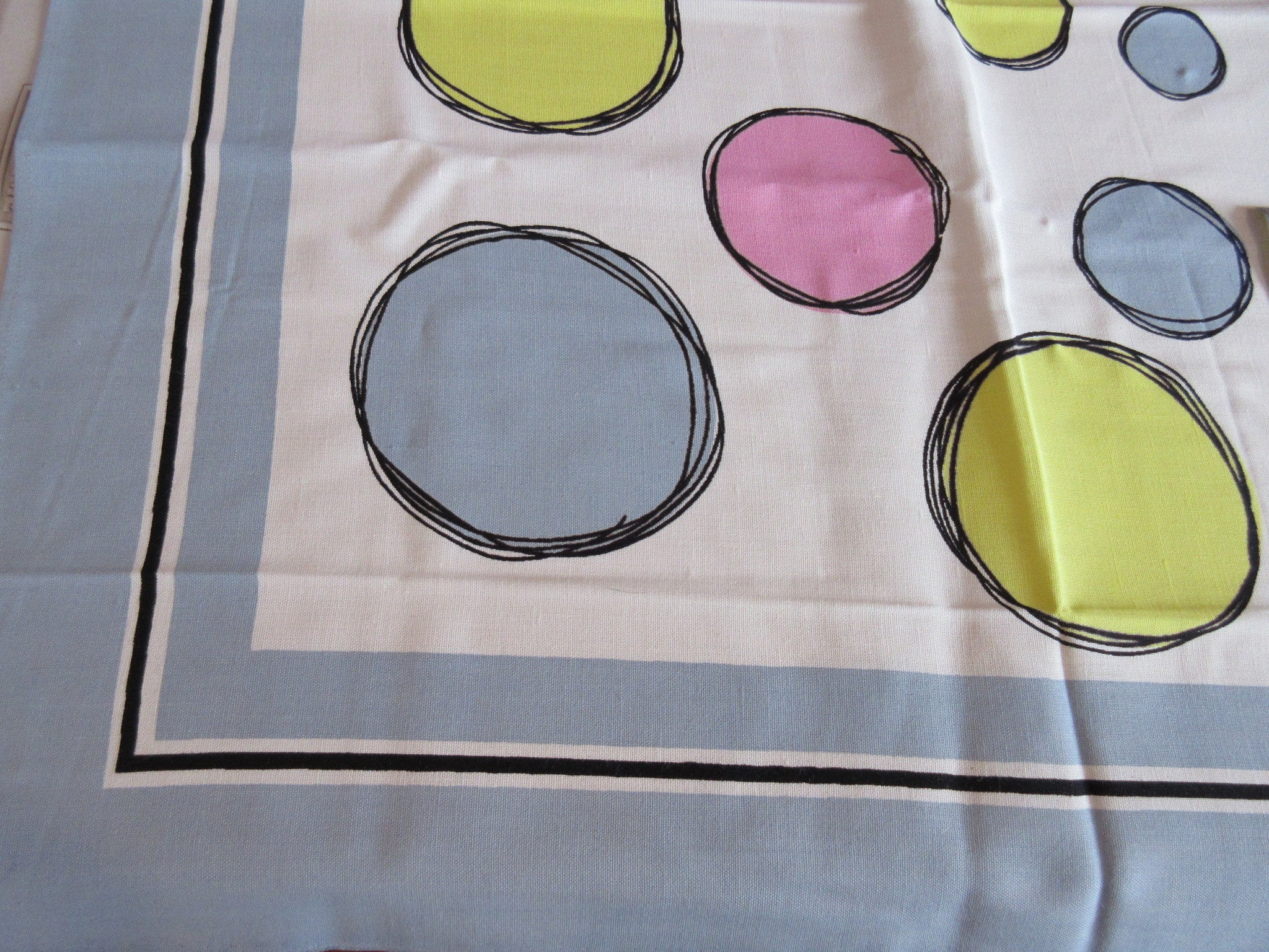 Bright Pastel Circles on Gray MCM MWT Napkins Novelty Vintage Printed Tablecloth (50 X 50)