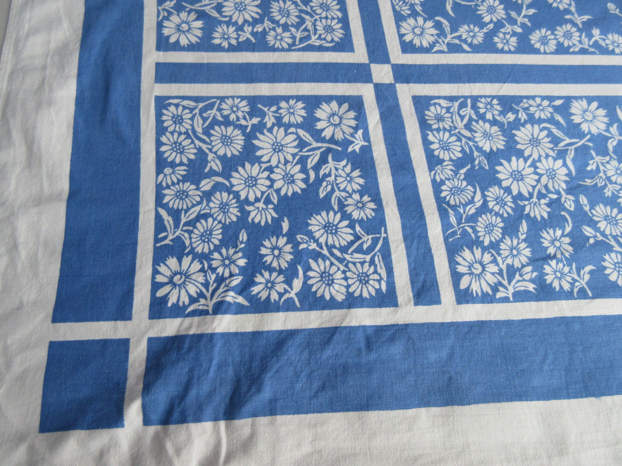 Large Cornflower Daisies Blue Napkins Floral Vintage Printed Tablecloth (71 X 54)
