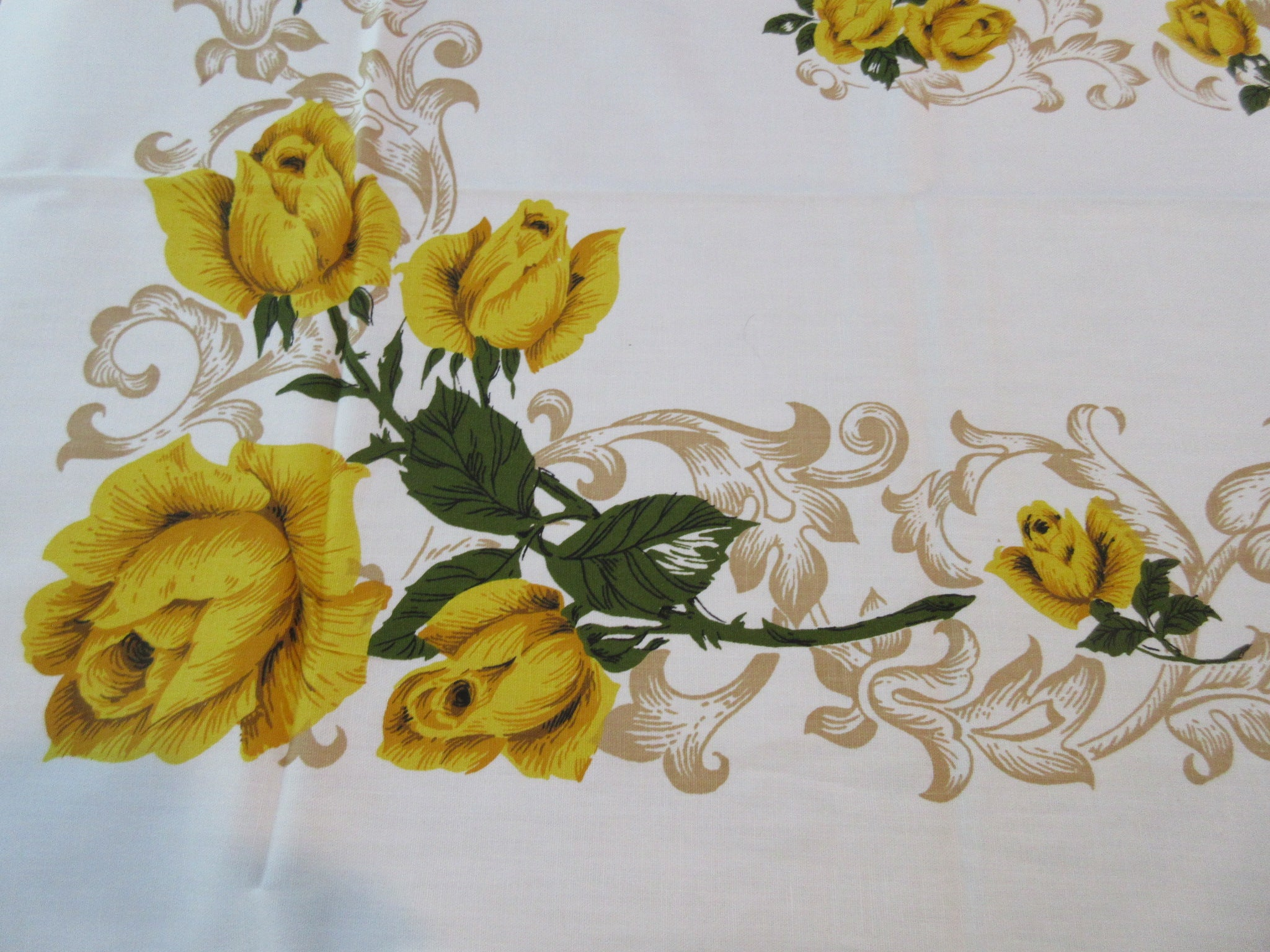 Fall Yellow Roses MWT Floral Vintage Printed Tablecloth (70 X 52)