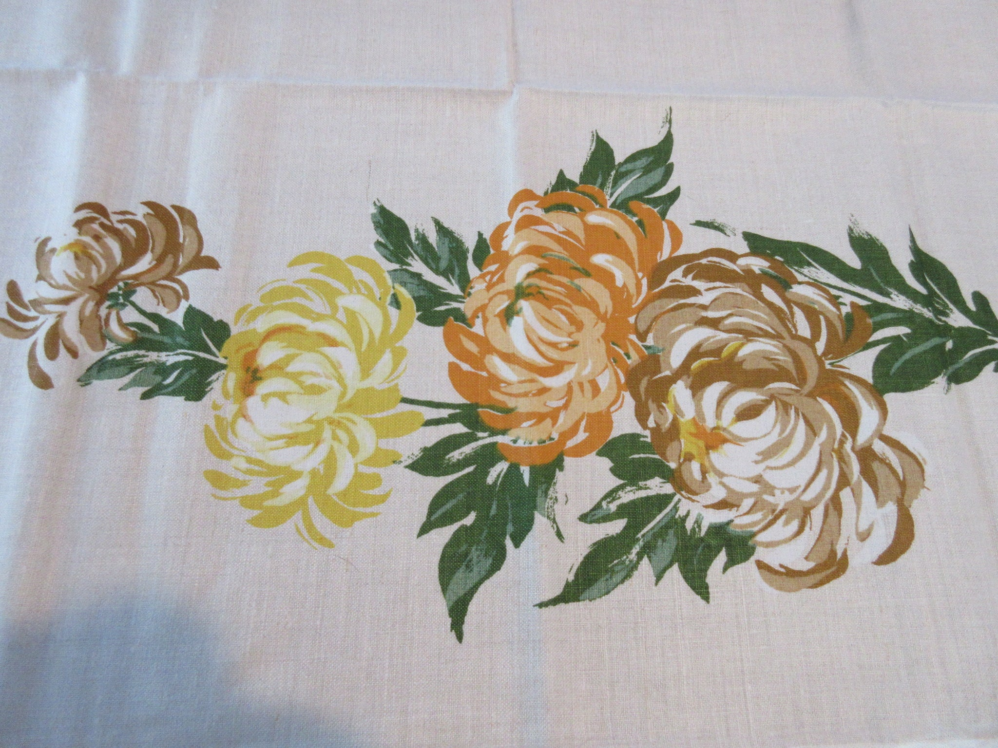 Bold Fall Chrysanthemums MWT Linen Floral Vintage Printed Tablecloth (55 X 53)
