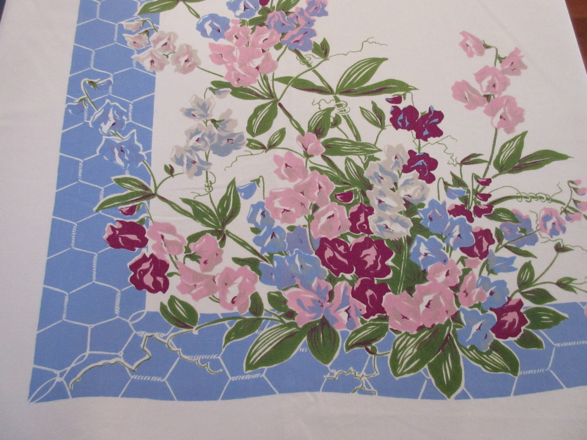 HTF Sweet Peas on Blue Chicken Wire Floral Vintage Printed Tablecloth (67 X 59)