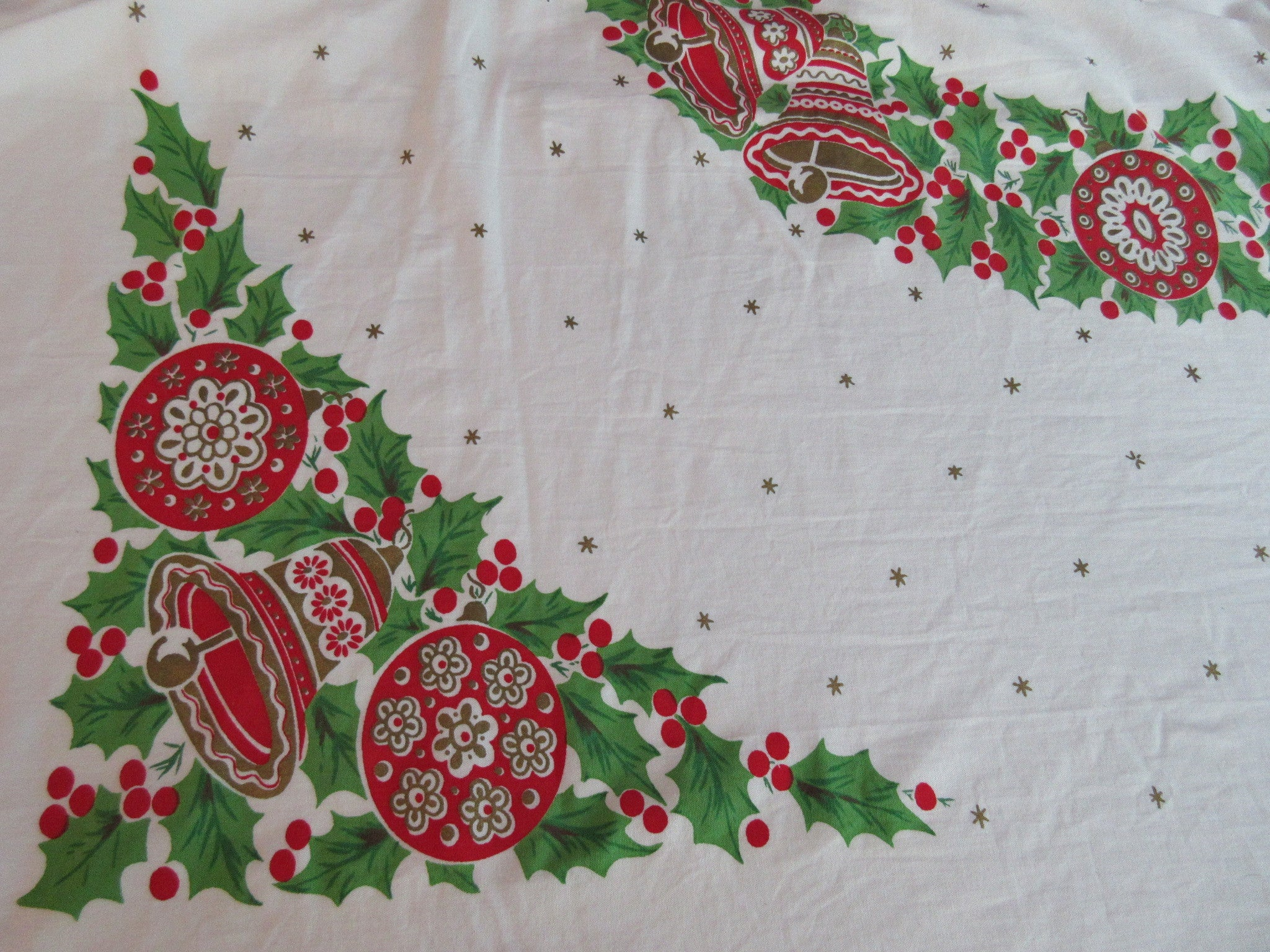 Fabulous Large Bucilla Shiny Brights Holly NWOT Christmas Vintage Printed Tablecloth (72 X 62)