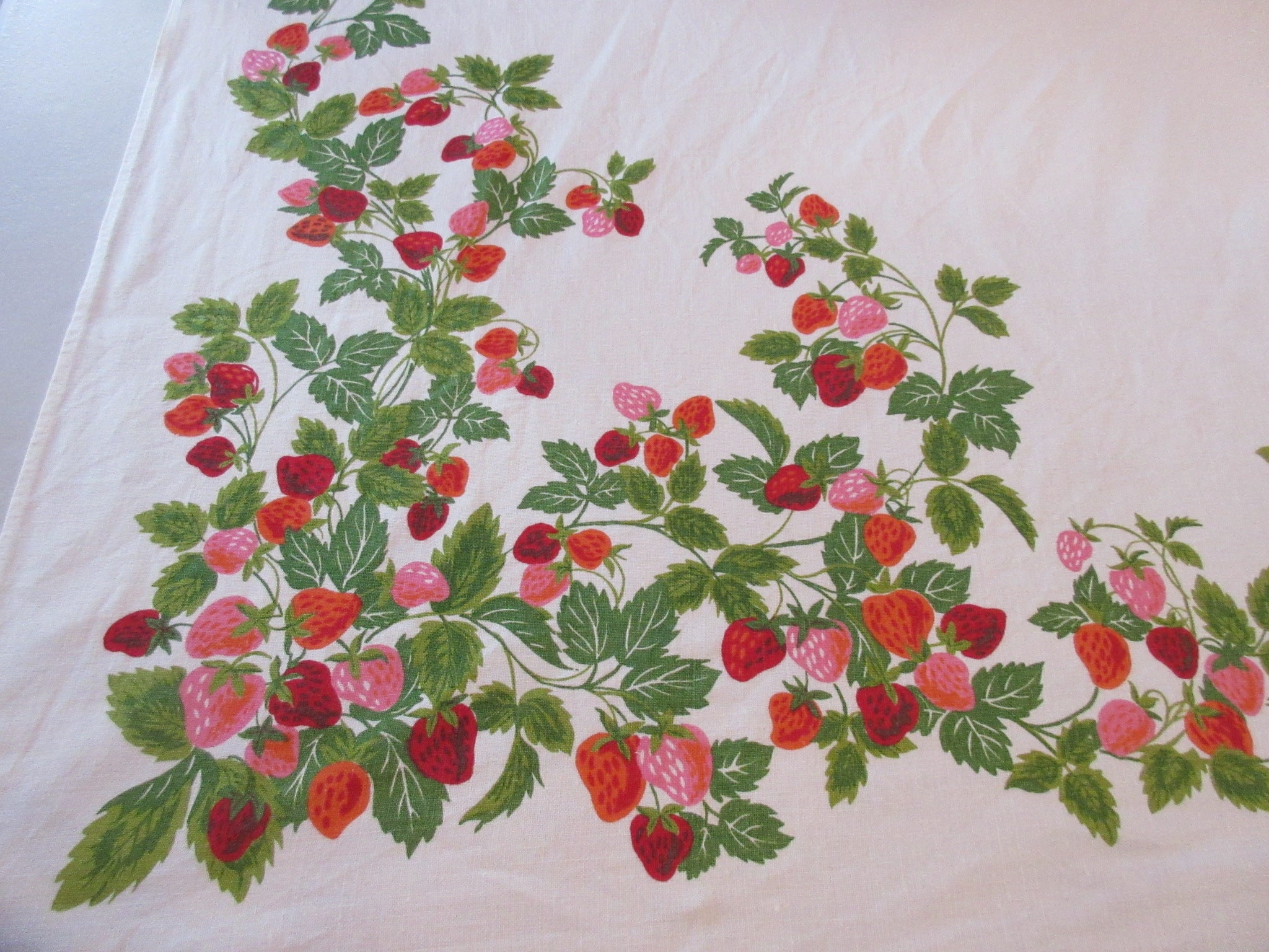 Stunning Sweet Strawberries Linen Fruit Vintage Printed Tablecloth (66 X 50)