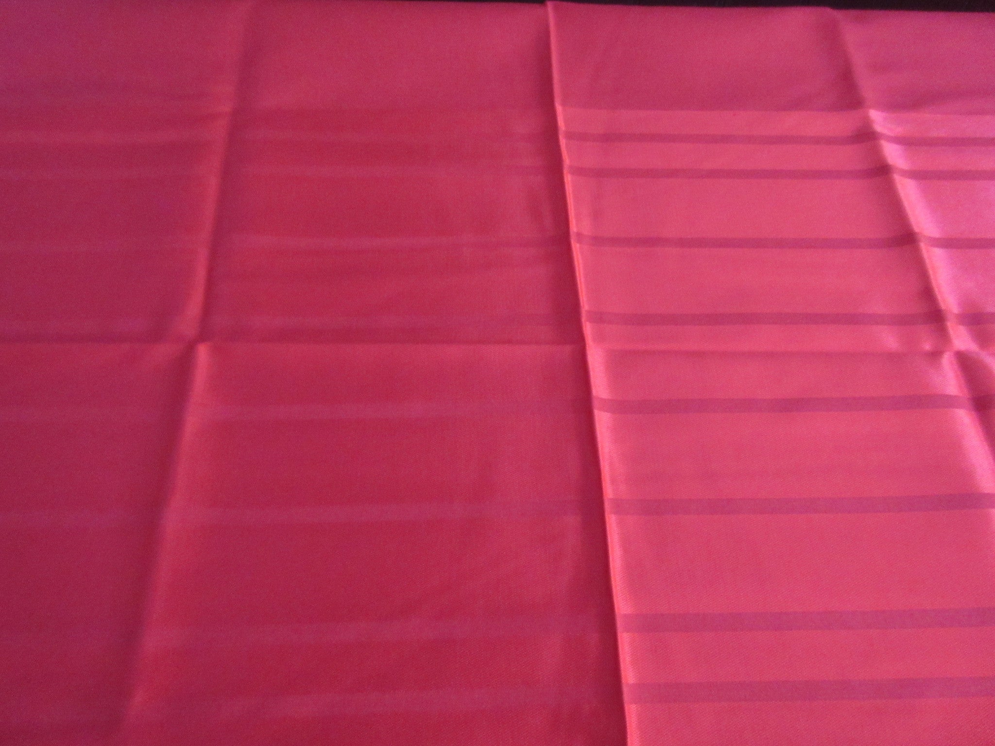OVAL Red Striped Leacock MWOT Holiday Novelty Vintage Printed Tablecloth (82 X 59)