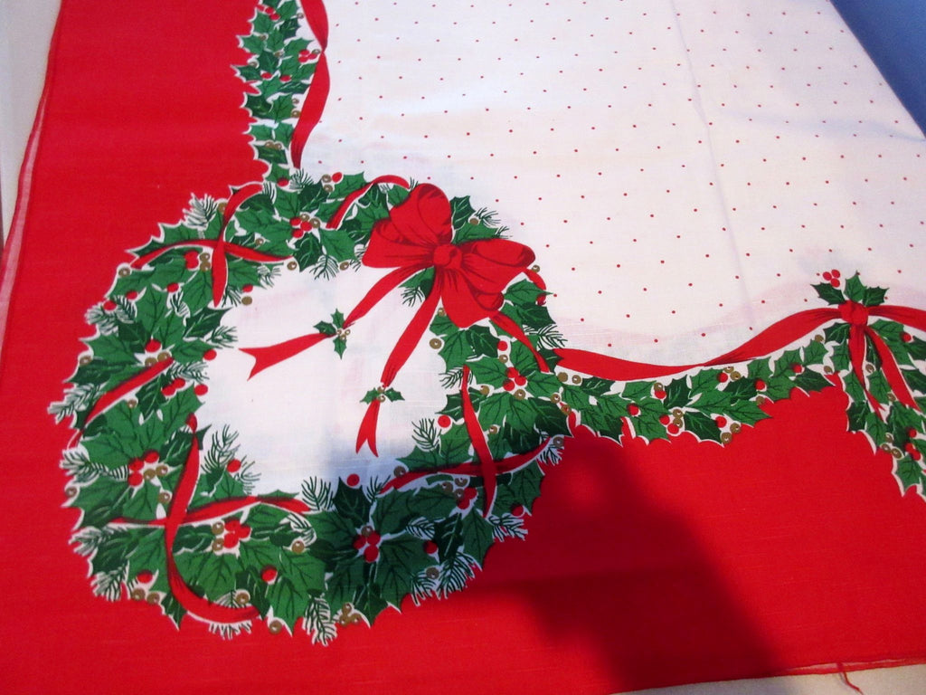 RECTANGLE Christmas Holly Wreaths NOS Retro Printed Tablecloth (87 X 62 actual)