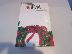 ROUND 70 Vera Holly Wreaths NOS Retro Printed Tablecloth (71 X 70 actual)