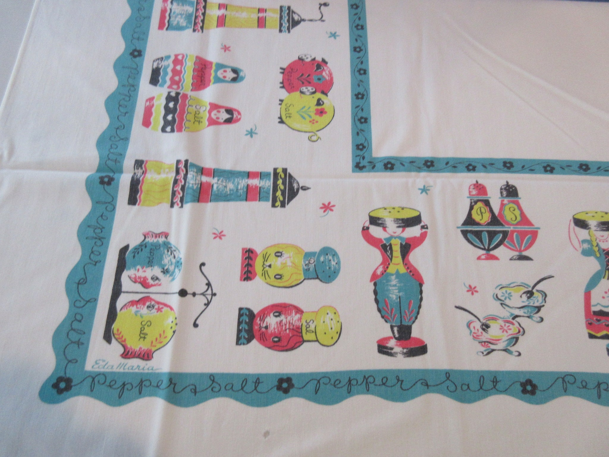 Imperfect Salt and Pepper Novelty Vintage Printed Tablecloth (53 X 42)
