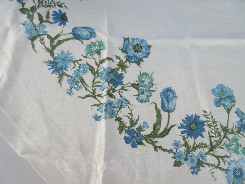 ROUND Pastel Blue Carnations Poppies MWT Floral Vintage Printed Tablecloth (69 ROUND)