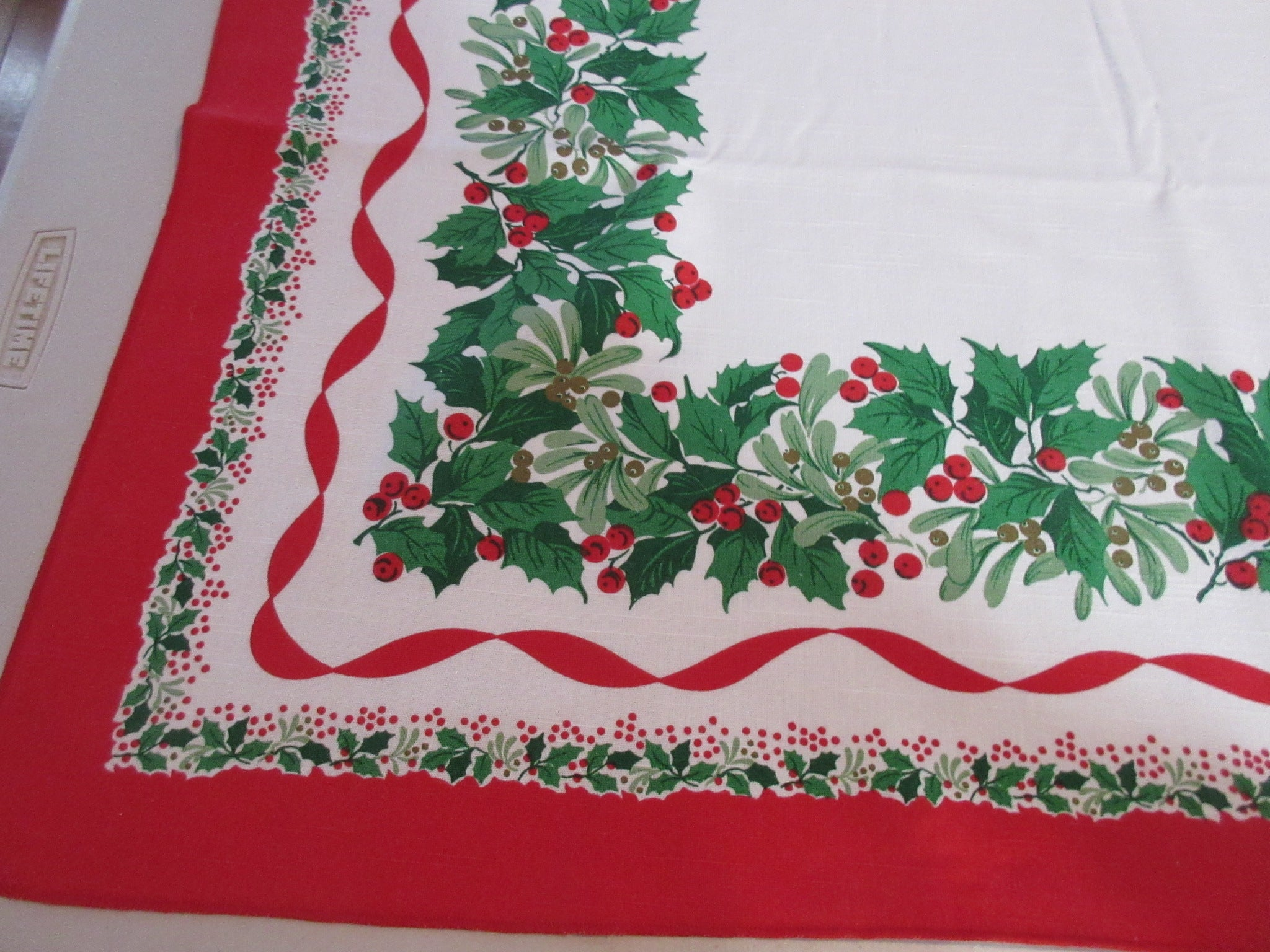 RECTANGLE 52x70 Christmas Mistletoe Printed Tablecloth (69 X 50 actual)