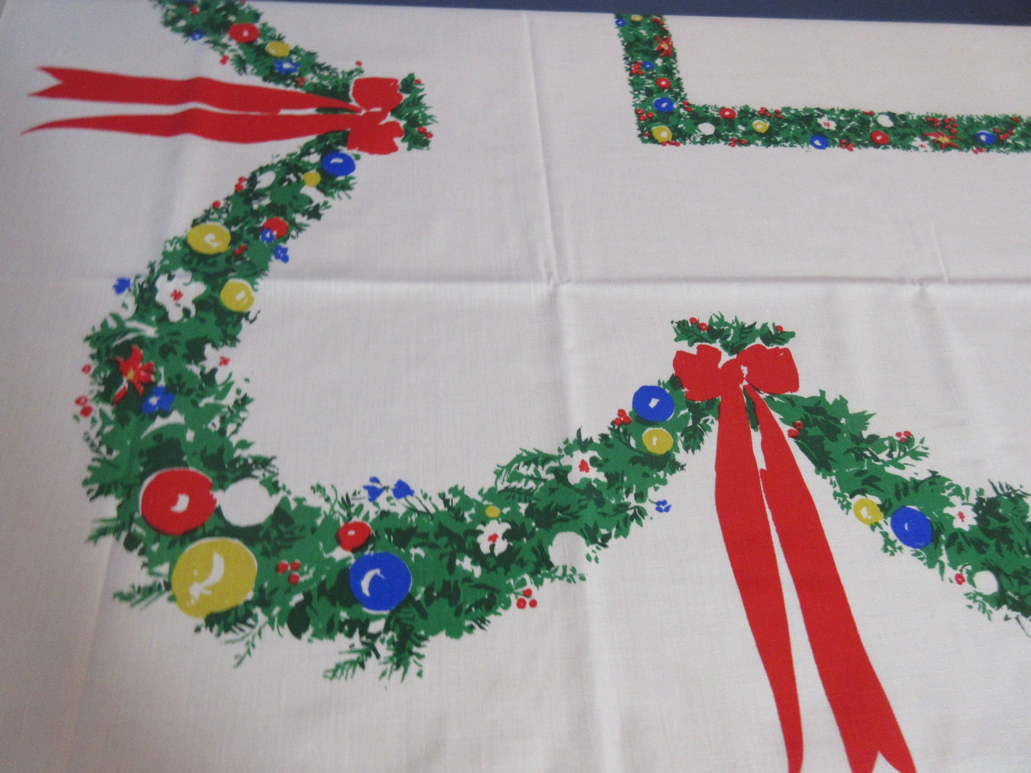 RECTANGLE 52x70 Christmas Bower Swags NOS Vintage Printed Tablecloth (71 X 52 actual)